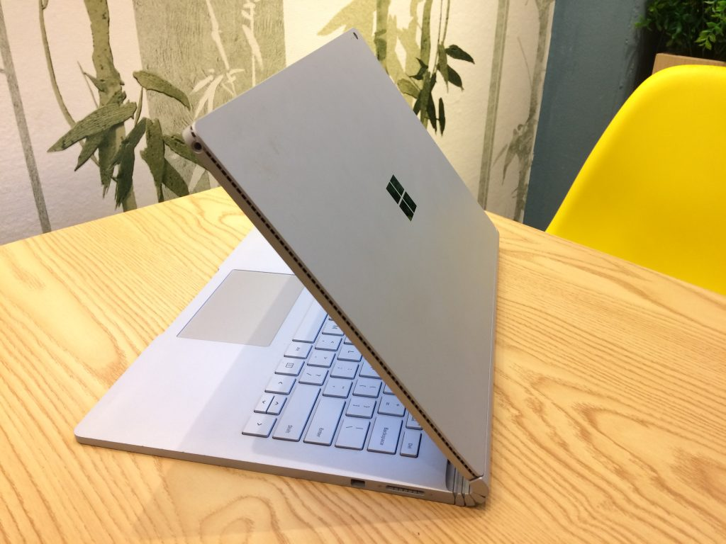 surface-book-2-core-i7-gia-re